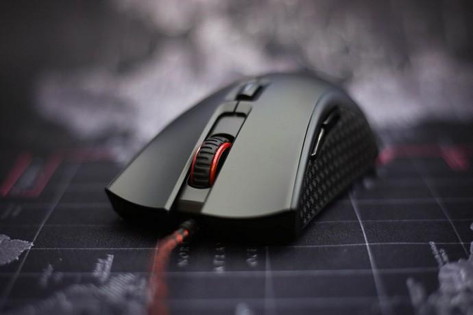 Thích chơi game bắn súng chọn chuột gaming nào chuẩn nhất?