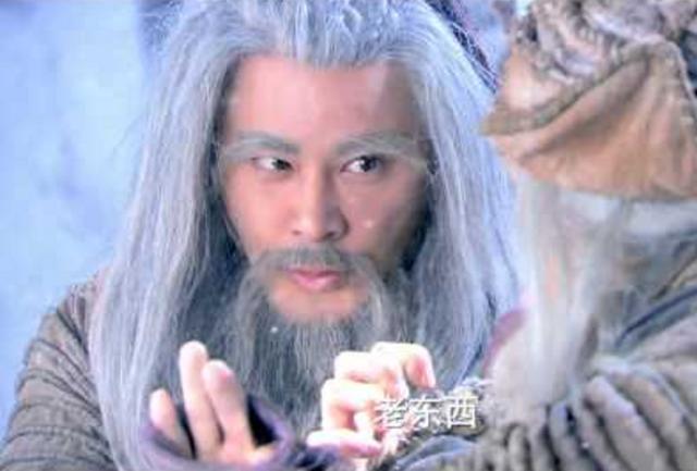 Âu Dương Phong vì luyện sai Cửu Âm Chân Kinh mà tâm tính trở thành một kẻ điên khùng.