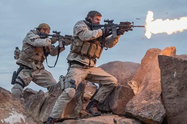 Trong 12 Strong, Chris Hemsworth đã chứng tỏ mình là một sao hành động đích thực.