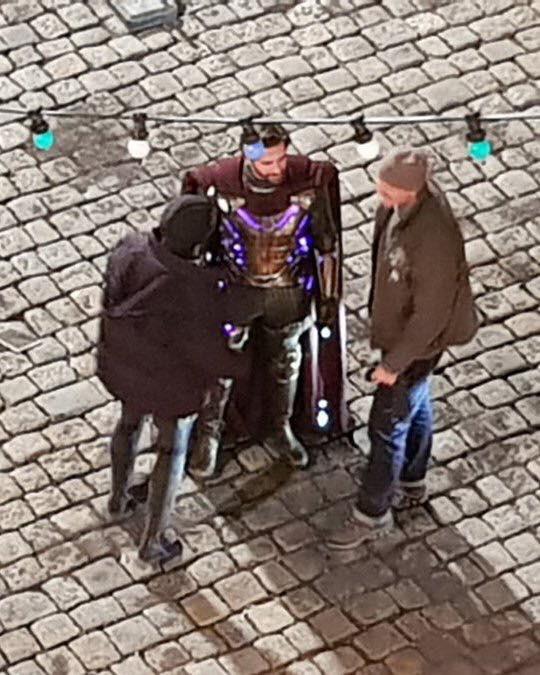 Spider-Man: Far From Home: Hé lộ tạo hình chính thức của bậc thầy ảo giác Mysterio - Ảnh 2.