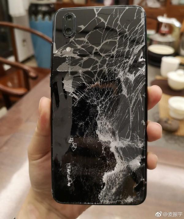 Chuyện thật khó tin: Huawei P20 vẫn sống sót, mở khóa gương mặt, vào mạng trơn tru sau khi rơi từ độ cao 50 mét - Ảnh 2.