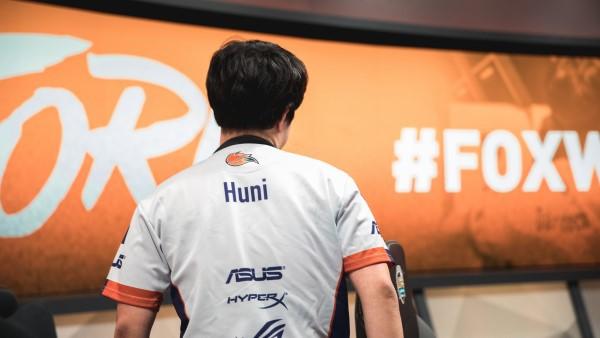 LMHT: Trước tin đồn chiêu mộ ngôi sao đường trên Huni, đội tuyển WE đã chính thức lên tiếng - Ảnh 1.