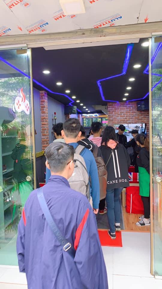 Tiệm Cà Phê Games của Viruss thất thủ ngày đầu mở cửa - Ảnh 2.