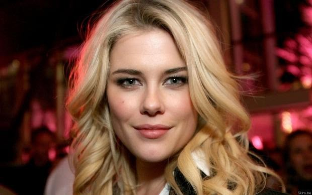 6 mỹ nhân xinh đẹp và gợi cảm nhất từng xuất hiện trong series Transformers - Ảnh 4.