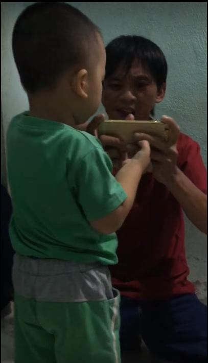 Liên Quân Mobile: Hài hước ông bố dạy con chơi Valhein cực tận tâm - Ảnh 1.