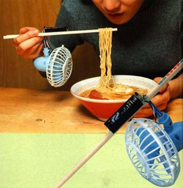 Đôi đũa làm mát siêu tiện lợi cho những tín đồ cuồng mỳ ăn liền
