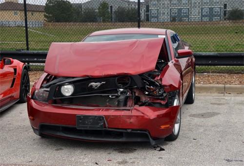 Nhóm thiếu niên bắt chước GTA chơi trò đập nát bét siêu xe, gây thiệt hại gần 20 tỷ đồng - Ảnh 1.
