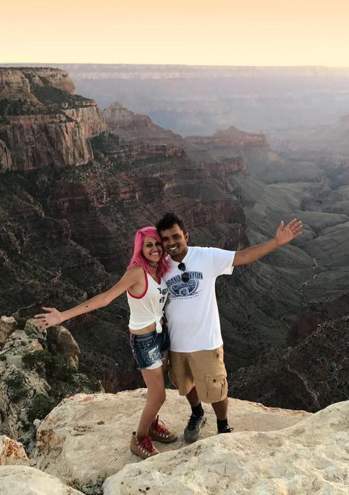 Chụp ảnh tự sướng trên vách đá dựng đứng, vợ chồng Travel Blogger rơi xuống vực chết thảm - Ảnh 3.
