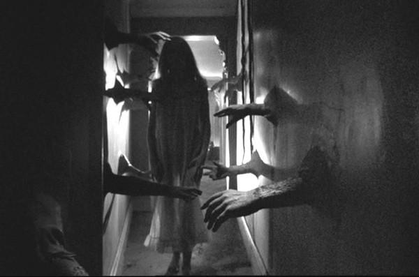 Bùa ngải, xác người chết và những thứ kinh dị thường được giấu trong tường nhà - Ảnh 3.