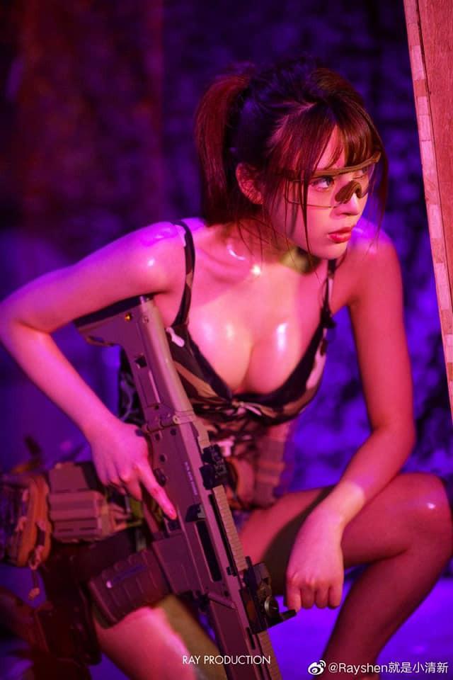 Vẻ sexy khó cưỡng bên cây súng của nữ cosplayer khiến 500 anh em không thể rời mắt - Ảnh 1.