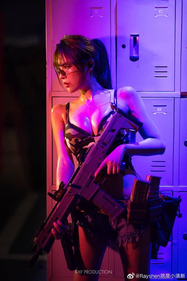 Vẻ sexy khó cưỡng bên cây súng của nữ cosplayer khiến 500 anh em không thể rời mắt - Ảnh 2.