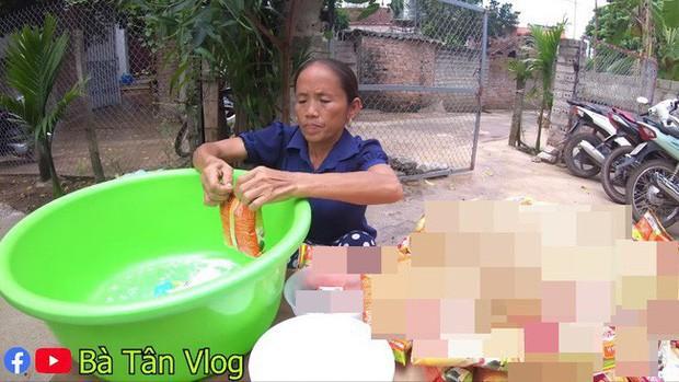 Loạt món ăn tạo phốt của bà Tân Vlog: Từ quảng cáo quá đà, nấu nướng vô lý đến thiếu tính giáo dục, liệu có phải là báo hiệu cho sự thoái trào? - Ảnh 3.