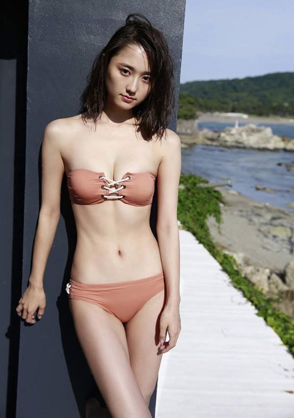 Các mỹ nhân Nhật có gương mặt ngây thơ nhưng body bốc lửa khó tin - Ảnh 10.