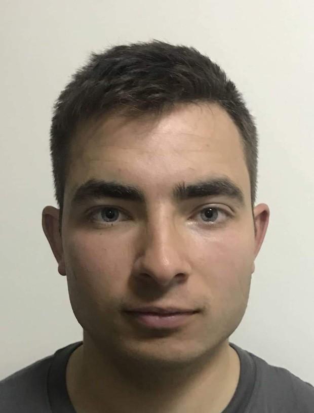 Bất ngờ với hình ảnh cậu con trai 26 tuổi của Mr. Bean: Thành tích khủng và giống bố đến ngỡ ngàng - Ảnh 3.