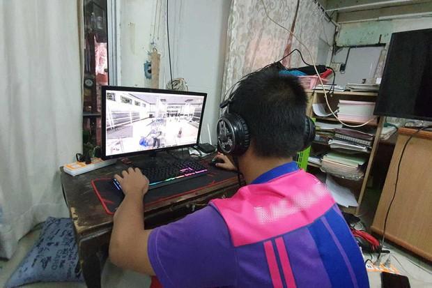 Nóng giận khi chơi game online, cậu nhóc 15 tuổi dùng dao đe dọa mẹ ruột - Ảnh 1.