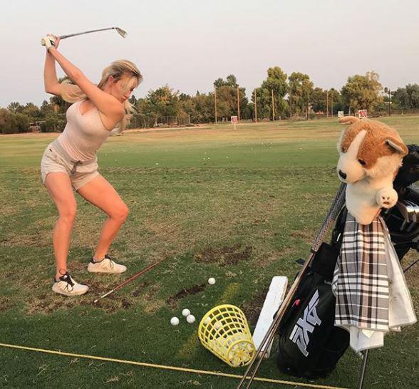 Nhan sắc nữ golf thủ nóng bỏng, mặc áo khoe ngực tới mức bị dọa giết vì quá quyến rũ - Ảnh 17.
