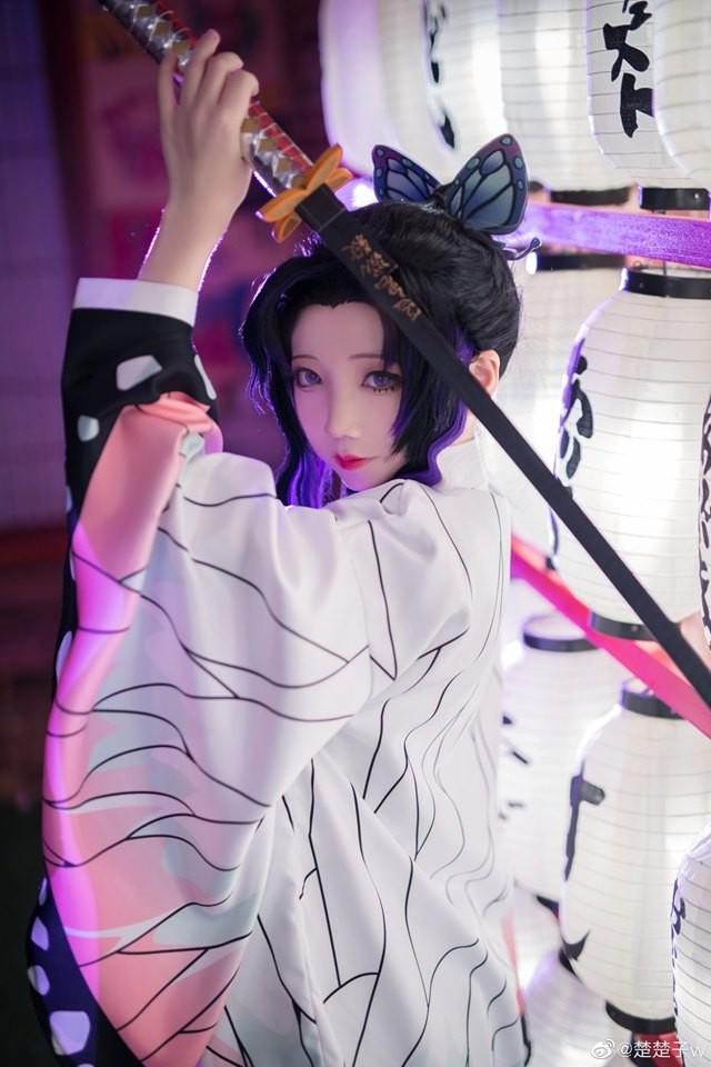 Trùng trụ Kochou Shinobu thoát tục tựa tiên nữ qua loạt ảnh cosplay đẹp mê hồn - Ảnh 1.