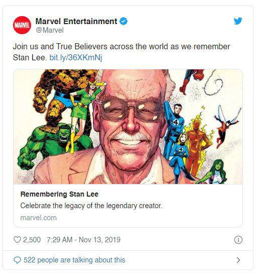 Marvel tri ân 1 năm ngày mất của Stan Lee với bức vẽ bố già quây quần bên đàn con siêu anh hùng đầy xúc động - Ảnh 1.