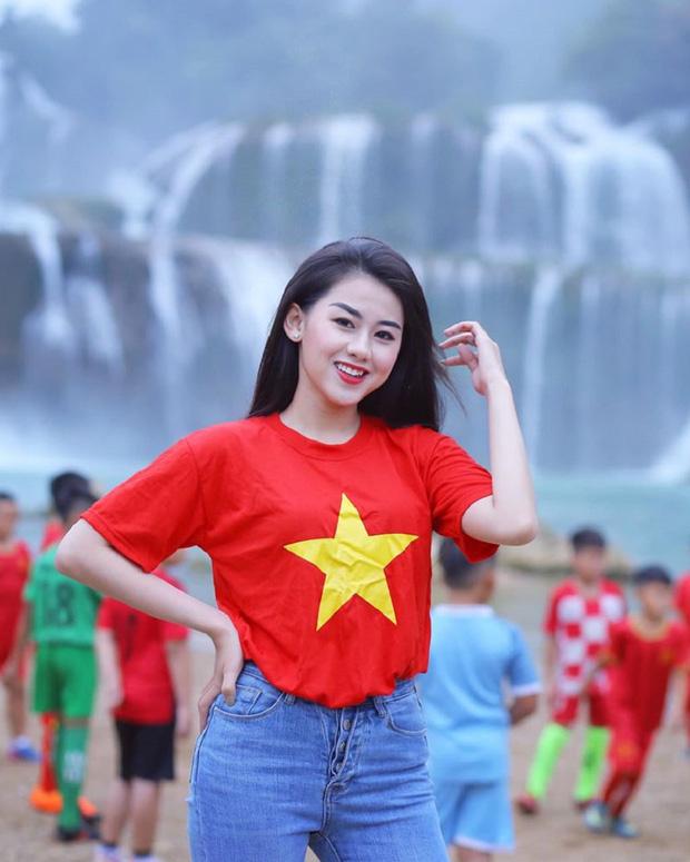 Nữ CĐV xinh đẹp xuất hiện trên khán đài trận Việt Nam - UAE: Tưởng người lạ hóa ra người quen, từng làm việc cùng Trâm Anh - Ảnh 9.