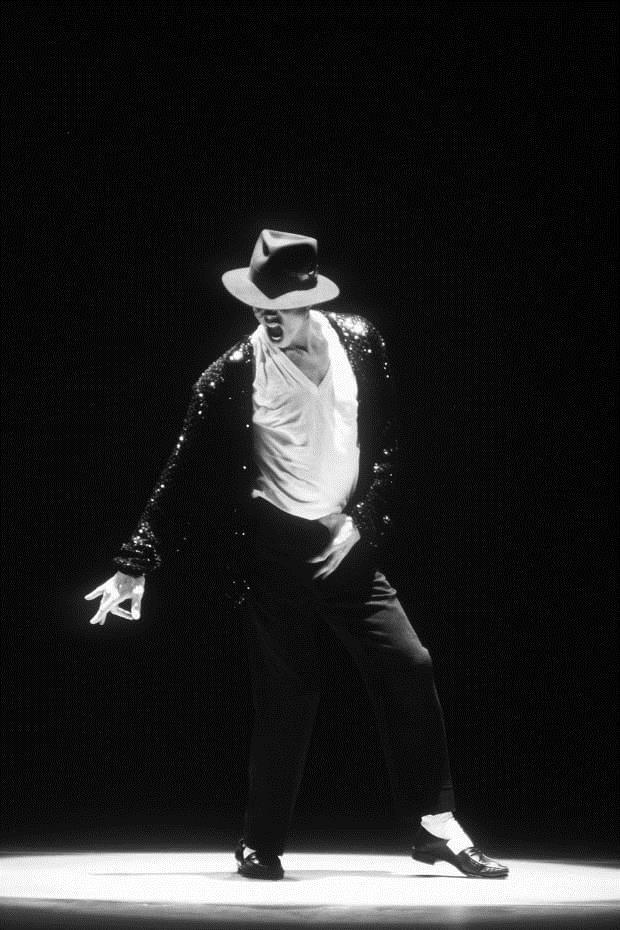 Lần đầu tiên cả Michael Jackson, Marilyn Monroe và Charlie Chaplin cùng xuất hiện trong game… diệt zombie - Ảnh 1.