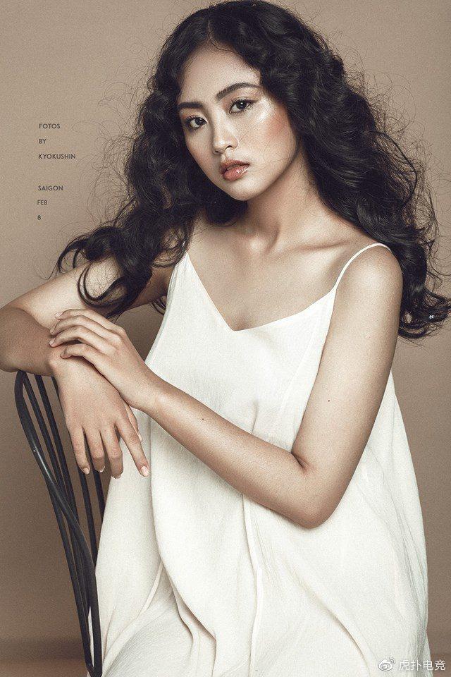 LMHT - MC Minh Nghi lại được báo chí Trung Quốc ca ngợi: Cô nàng trông thật gợi cảm và dễ thương với mái tóc ngắn - Ảnh 20.