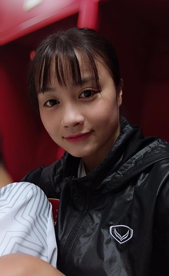 Xinh đẹp như hot girl, hoa khôi bóng đá nữ Việt Nam bất ngờ sở hữu tới hơn 100.000 follow trên Facebook sau một đêm - Ảnh 10.