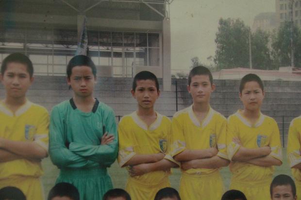Từ cậu bé nghèo trốn học, mê game, Đoàn Văn Hậu vụt sáng thành người làm nên lịch sử cho đội tuyển Việt Nam - Ảnh 2.