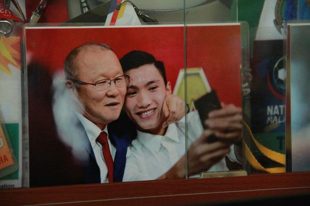 Từ cậu bé nghèo trốn học, mê game, Đoàn Văn Hậu vụt sáng thành người làm nên lịch sử cho đội tuyển Việt Nam - Ảnh 3.