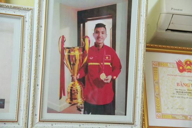Từ cậu bé nghèo trốn học, mê game, Đoàn Văn Hậu vụt sáng thành người làm nên lịch sử cho đội tuyển Việt Nam - Ảnh 4.