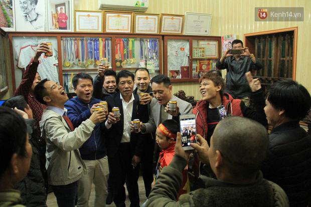 Từ cậu bé nghèo trốn học, mê game, Đoàn Văn Hậu vụt sáng thành người làm nên lịch sử cho đội tuyển Việt Nam - Ảnh 5.