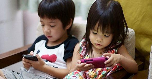 Nghiện smartphone đang trở thành một căn bệnh thực sự, cứ 4 trẻ lại có 1 dính - Ảnh 1.