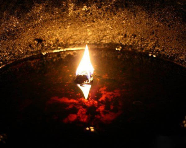 """Rợn người trước hiện tượng """"ma thổi đèn"""" trong hầm mộ cổ - Ảnh 2."""