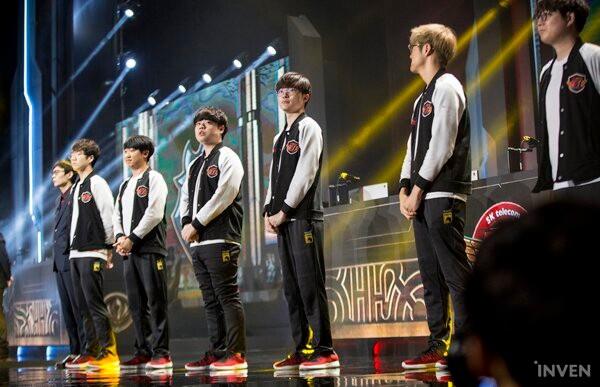 LMHT: Fan Hàn Quốc phẫn nộ sau thất bại của SKT - Quả không hổ danh Dream Team, đánh như mơ ngủ - Ảnh 1.