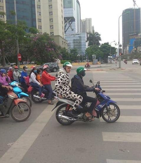 LMHT: Phóng viên MSI hết hồn với xe ôm Việt, fan an ủi vẫn chưa là gì so với Ninja Lead đâu anh! - Ảnh 4.
