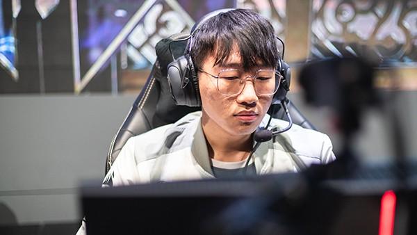 LMHT: IG thua đau vì tuyển thủ Ning bị bạn gái chia tay ngay trước trận Bán kết với Team Liquid? - Ảnh 1.