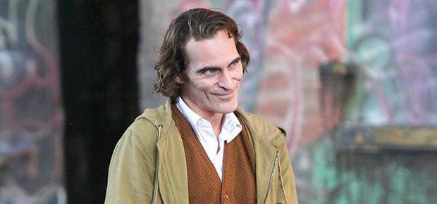 Joaquin Phoenix: Gã Joker điên loạn, khác biệt trên màn ảnh rộng lẫn cuộc sống đời thực! - Ảnh 3.