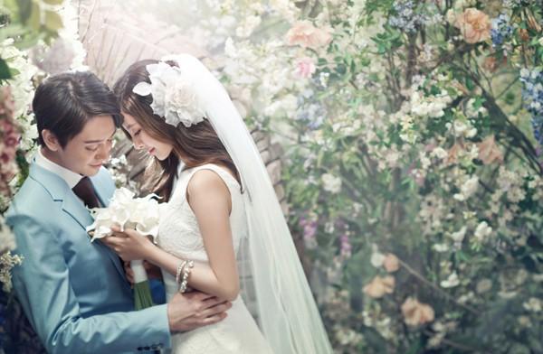 """Đám cưới chết chóc: Đang """"bù khú"""" trên bàn tiệc, cô dâu chú rể cùng cả trăm quan khách bỗng trở thành... tội phạm truy nã - Ảnh 1."""