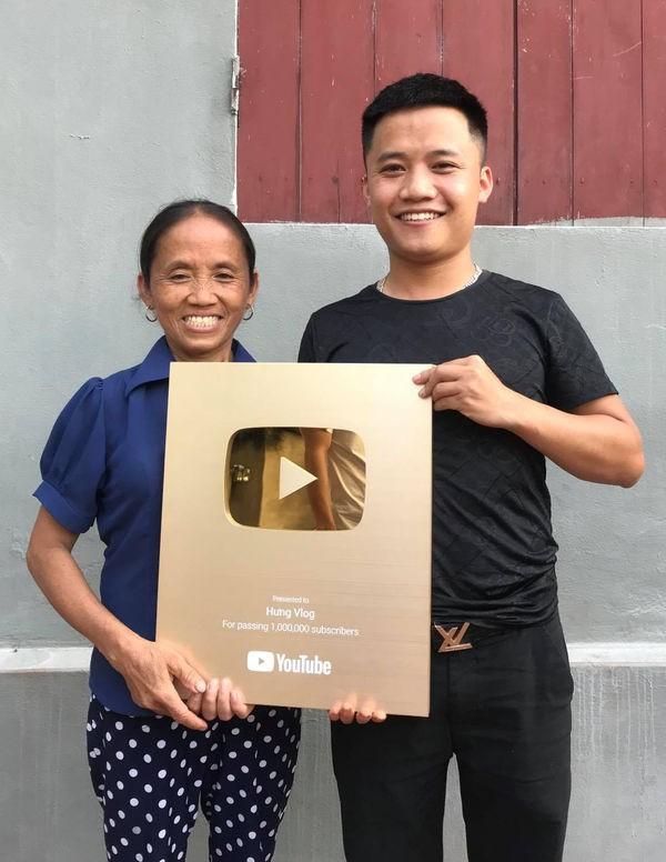 Học theo mẹ và anh trai, con út của bà Tân Vlog cũng bỏ việc chuyển sang làm Youtube - Ảnh 2.