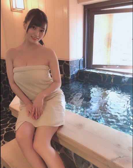 Yua Mikami và 2 idol phim 18+ Nhật Bản tiết lộ về lần đầu làm chuyện ấy - Ảnh 3.