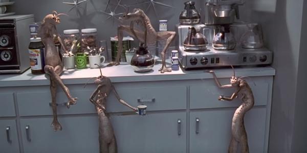 Điểm mặt dàn người ngoài hành tinh chất đừng hỏi xuất hiện trong loạt phim Men In Black - Ảnh 2.