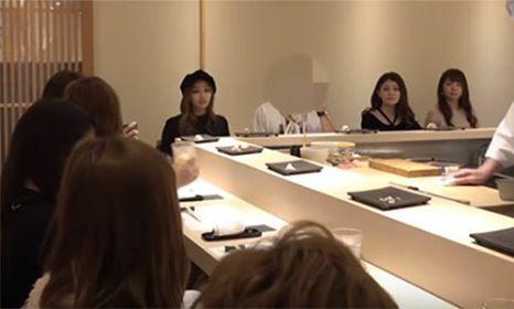 Tội nghiệp anh chàng Youtuber, đưa bạn gái đi ăn gặp ngay 9 người yêu cũ ở quán - Ảnh 1.