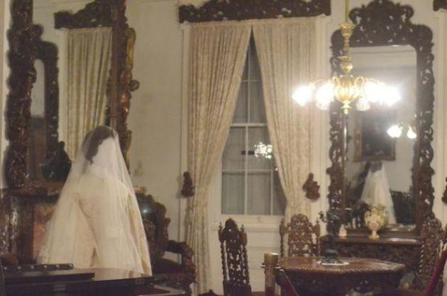 Chiếc váy cưới bị nguyền rủa của Anna Becker - cô dâu vì không lấy được người yêu đã quyết ế cả đời - Ảnh 4.