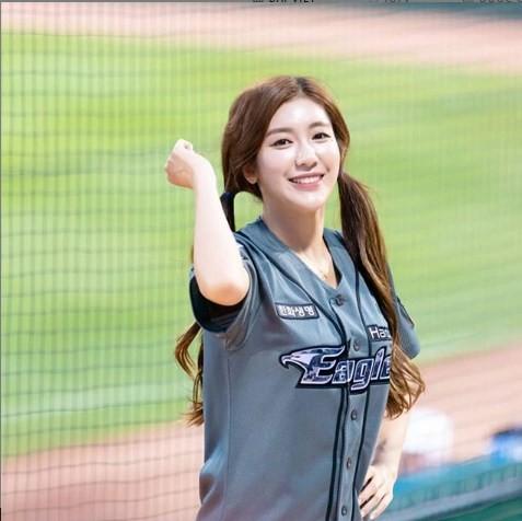 Gục ngã trước cô nàng hoạt náo viên xinh đẹp và nóng bỏng nhất Hàn Quốc - Ảnh 13.