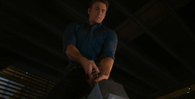 Fan Marvel tranh cãi dữ dội về việc Vision không xứng đáng nhấc búa thần Mjolnir bằng Captain America - Ảnh 1.