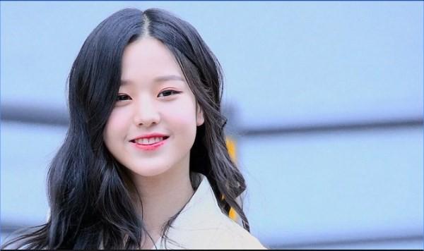 Cầm tạp chí 18+ ở sân bay, sao nữ 15 tuổi xinh đẹp nhất Hàn Quốc bị ném đá thậm tệ - Ảnh 5.