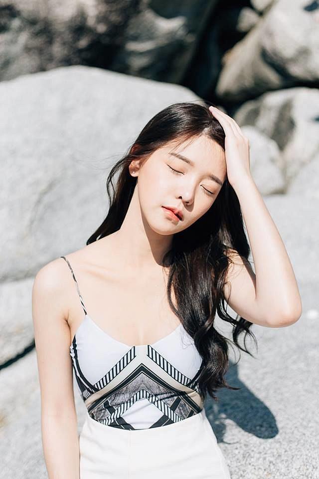 Thổn thức trước nhan sắc ngọt ngào trong sáng của cô nàng người mẫu 9x - Ảnh 2.