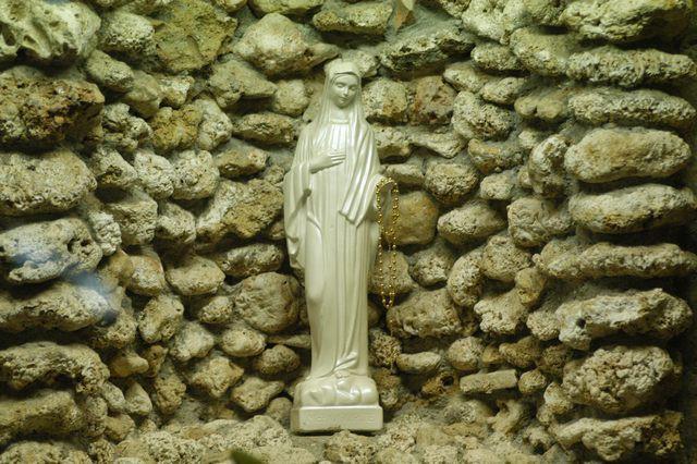 Bí ẩn về những bức tượng có thể khóc ra máu: Hiện tượng siêu nhiên hay trò lừa gạt? - Ảnh 6.