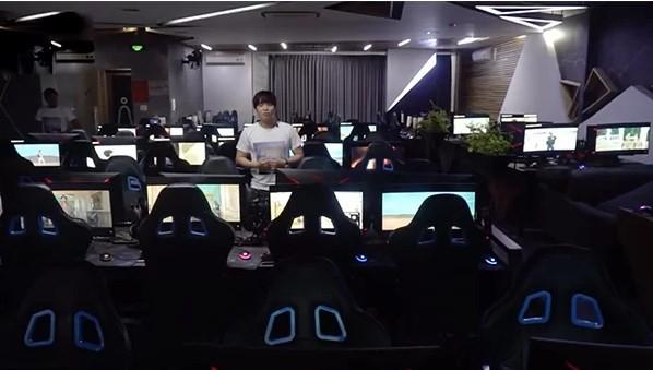 Bỏ 50 triệu bao quán net cày view cho sếp Tùng, Youtuber bị cộng đồng mạng ném đá không thương tiếc - Ảnh 2.