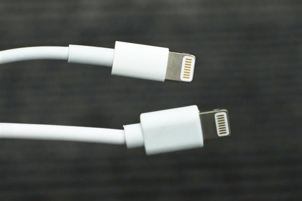 Giải phẫu cáp sạc iPhone hàng giả và hàng xịn, đừng bao giờ tiếc tiền cho phụ kiện công nghệ này - Ảnh 6.