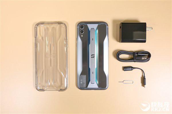 Cận cảnh Xiaomi Black Shark 2 Pro: Một con quái vật ẩn náu trong thân thể mỹ miều - Ảnh 8.
